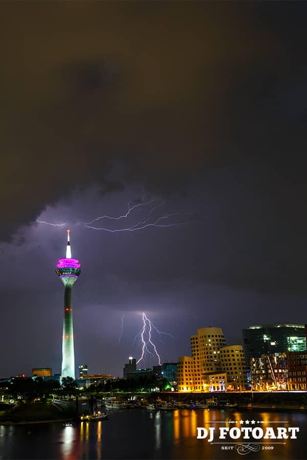 Zwei Blitze